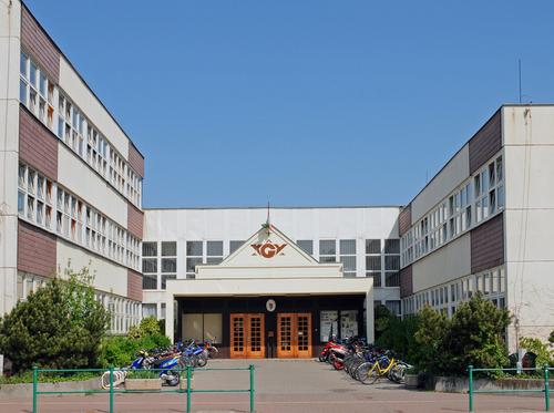 Borító kép a Győri SZC Baksa Kálmán Két Tanítási Nyelvű Gimnázium intézményről